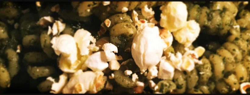 Pasta al pesto con i pop corn bottura